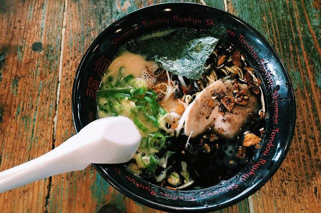 〔沖繩〕實至名歸的人氣拉麵通堂,湯頭濃郁的男人麵&好吃煎餃
