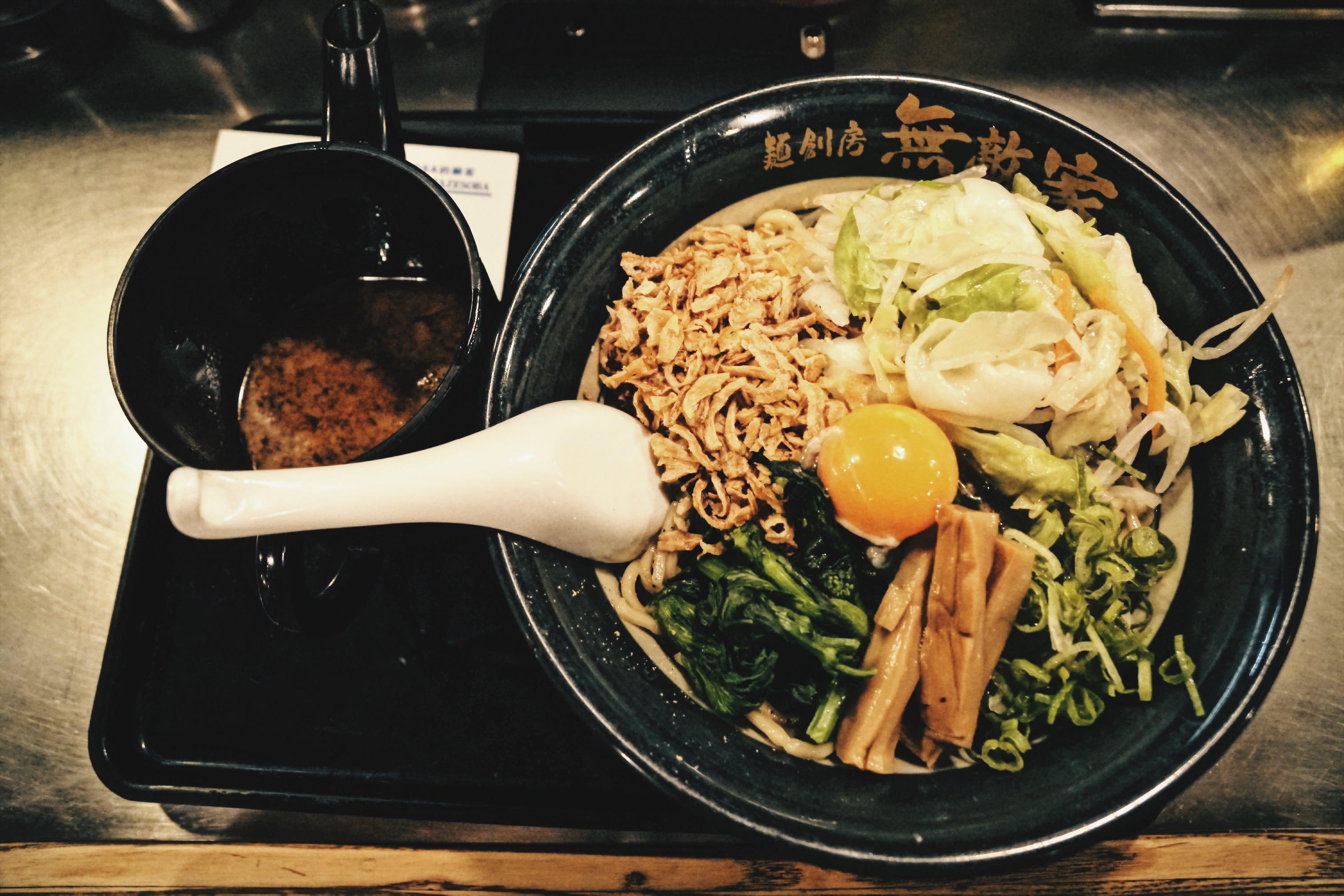 東京美食|人氣拉麵無敵家池袋店,入口即化的叉燒超好吃