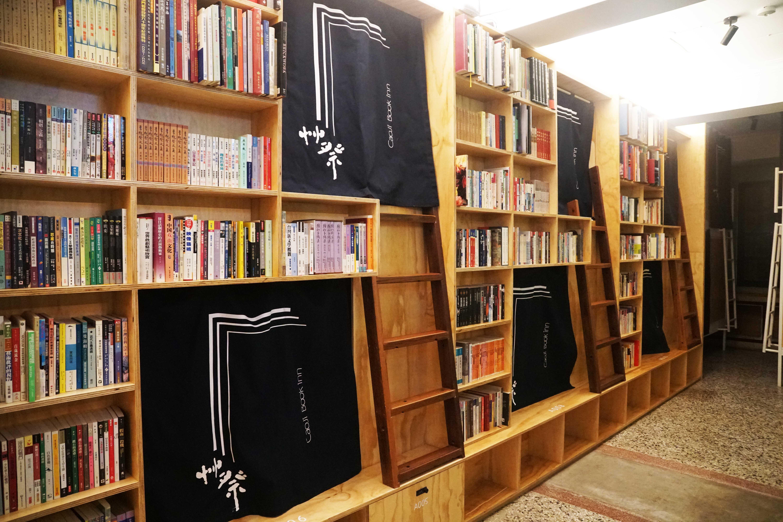台南住宿|艸祭Book inn,二手書店改造的特色hostel