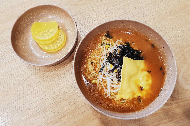 首爾美食|安國站五號出口,簡單美味的起司拉麵
