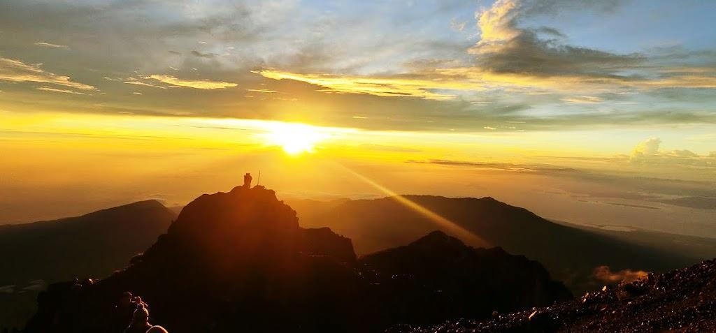 爬山|印尼龍目島RINJANI火山三天兩夜登頂行 – Day2 崩潰登頂3762M、日出、溫泉、夜宿湖邊